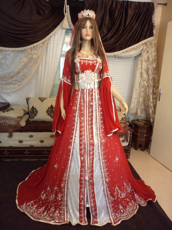 Takchita en rouge et blanc