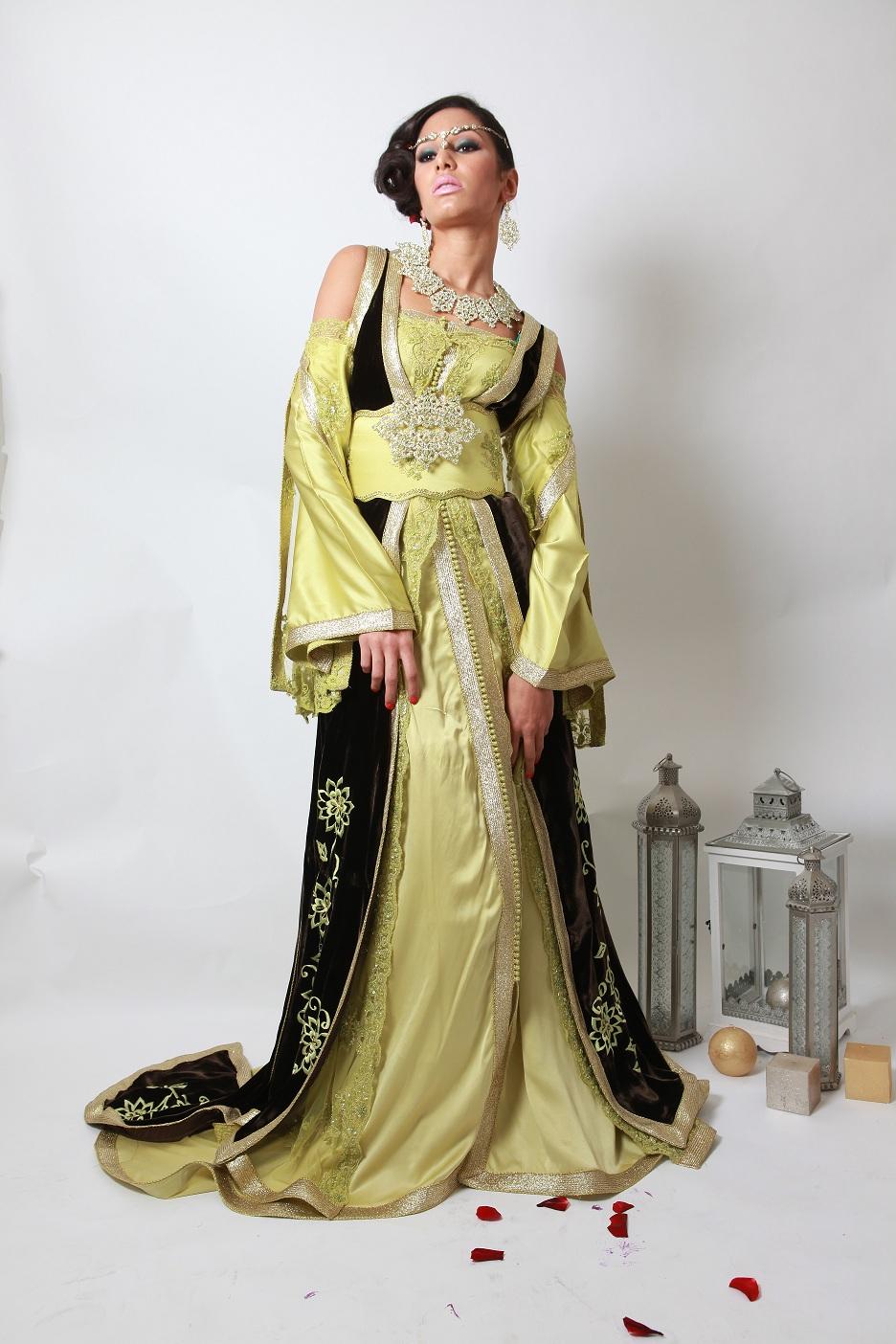 Une grande collection de caftan marocain à vendre à Paris