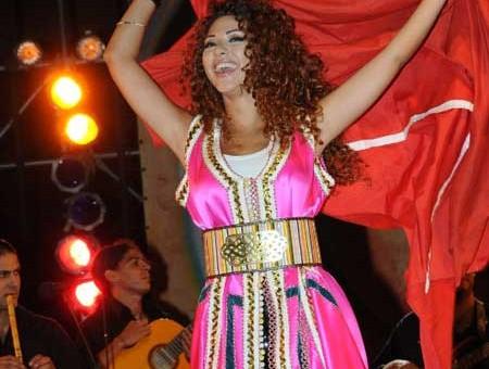Myriam faress port Caftan marocain a mawazine moderne en rose 2016