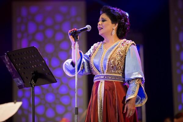Nawal el Koweitia port tenues marocaines à Mawazine