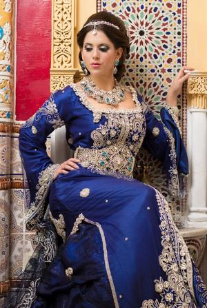 caftan marocain en charment couleur bleu
