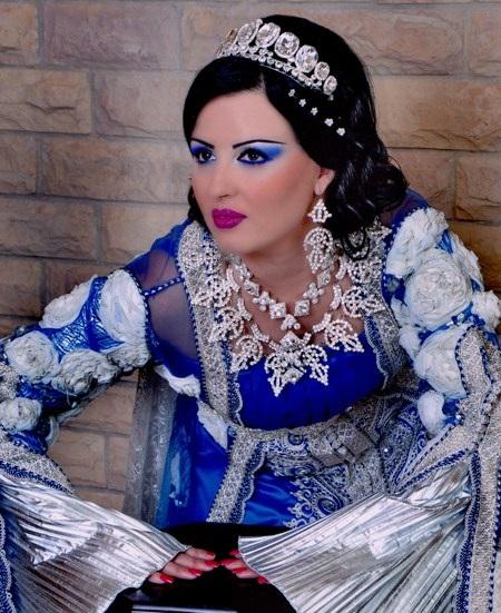 caftan bleu avec gris perlé
